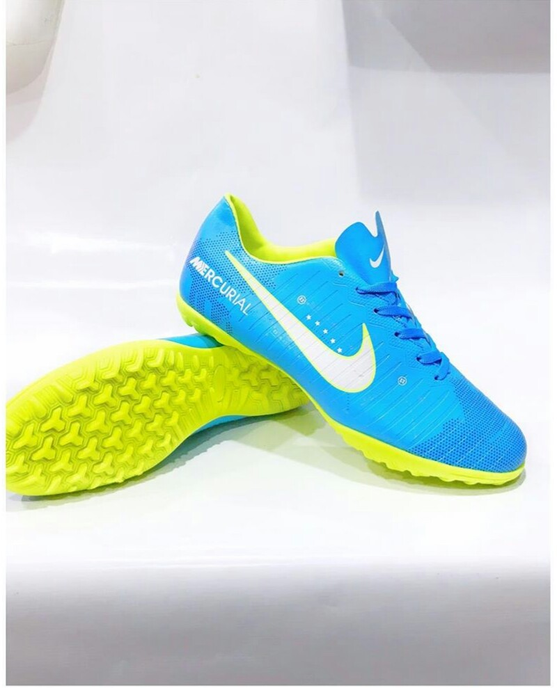 New nike canvas boot