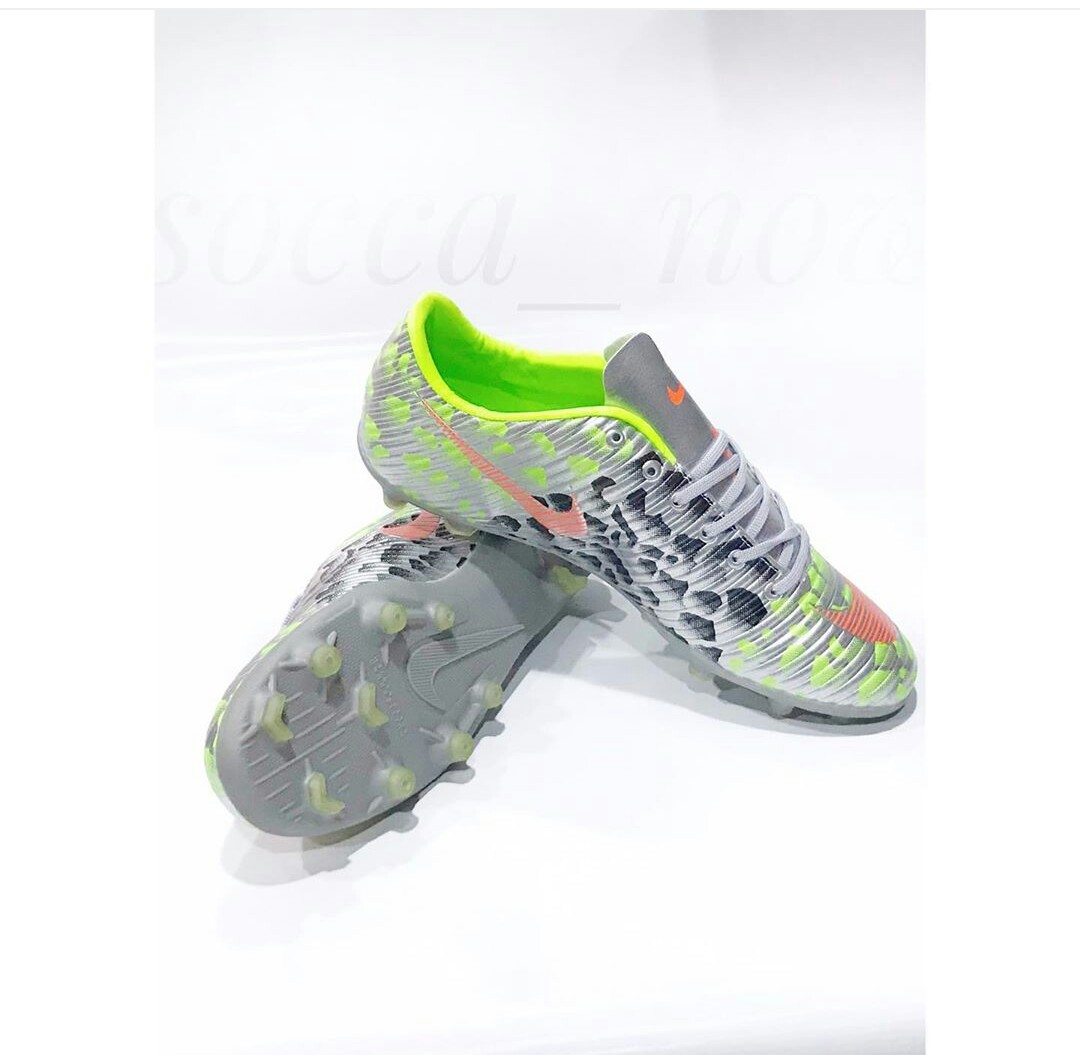New nike cr7 football boot silver